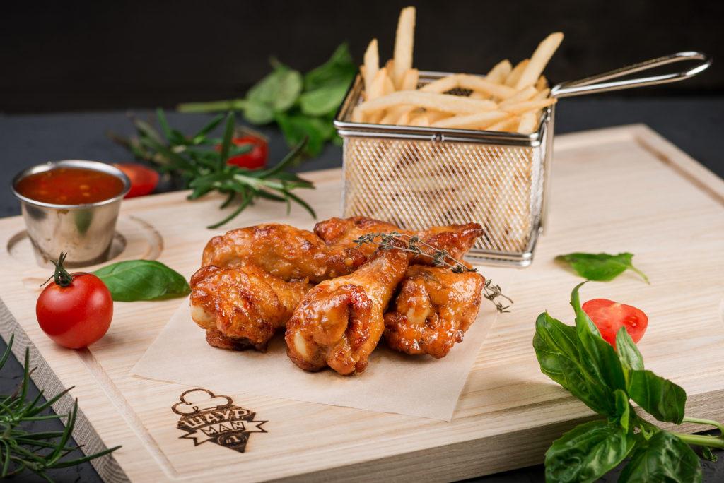 Куриные крылышки с картофелем по-селянски заказать в MisterSandwich